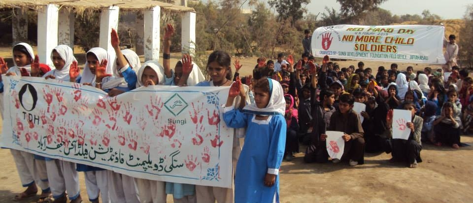 Internationaler Aktionstag: Kinder und Jugendliche in Pakistan setzen sich gegen den Einsatz von Kindern als Soldaten ein