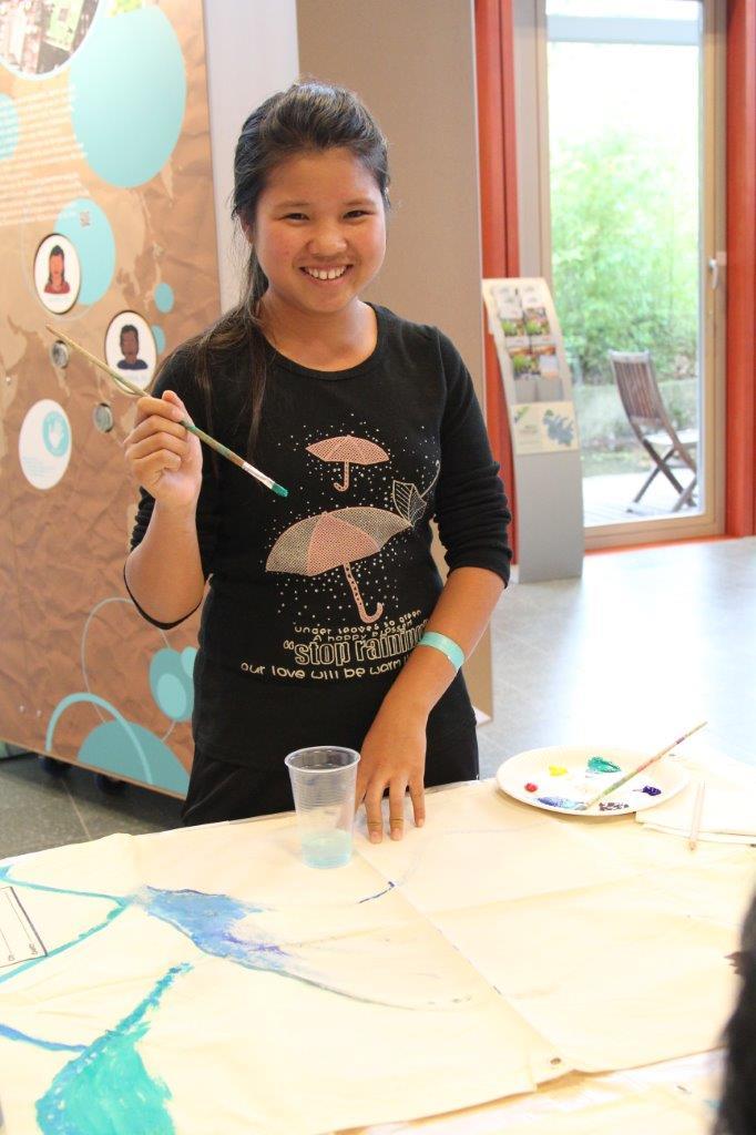 Im Workshop malten die Teilnehmer die Umweltprobleme, die sie betreffen, auf Plakate.