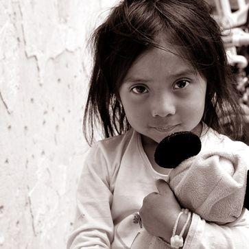 """""""Kindern in Not mit einer einmaligen Spende helfen"""""""
